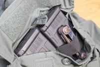 Compartimento adicionais com bandas elásticas para carregadores, equipamento de socorrismo ou outros objetos pequenos